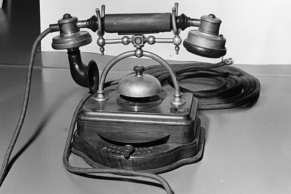 1905 desk telephone