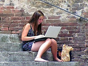 Woman prefer internet to tex