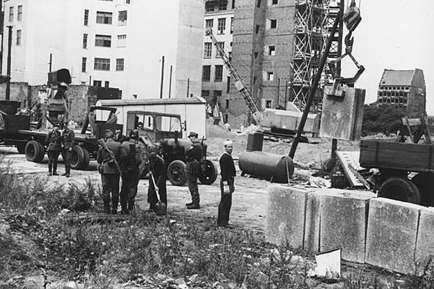 BerlinWallConstruction