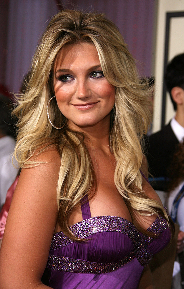 brooke hogan at grammies