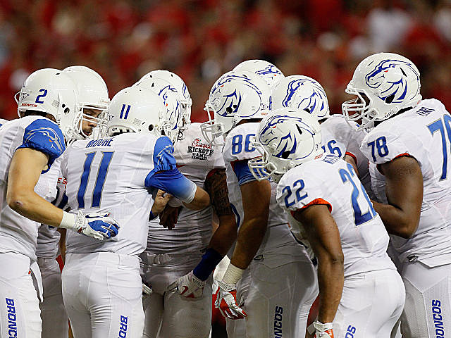 Boise State huddles during their season-opening win over Georgia