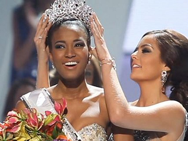 Leila Lopes wins Miss Universe