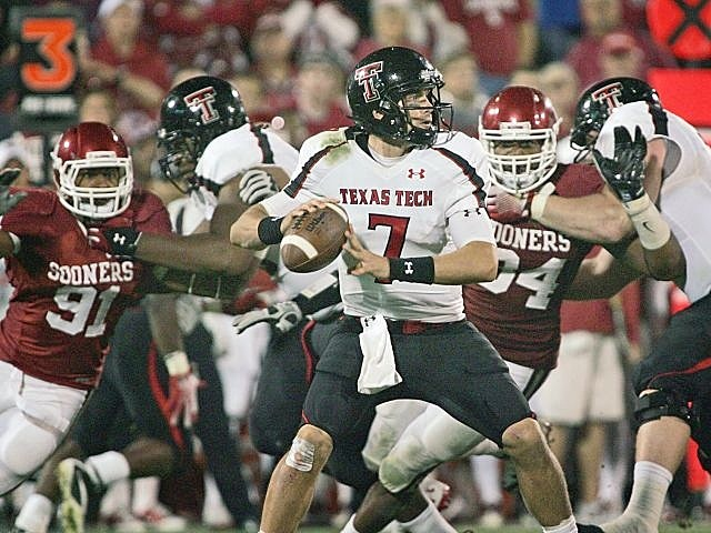 Texas Tech ended #3 Oklahoma's 39-game home winning streak.