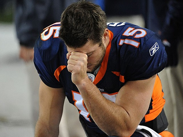 Tim Tebow pray
