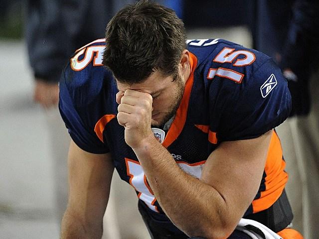 Tim Tebow pray
