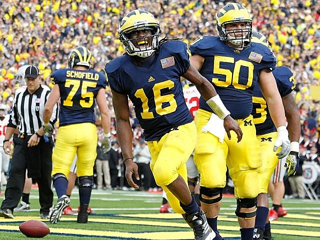 Denard Robinson hopes to lead Michigan to its first 11-win season since 2006.