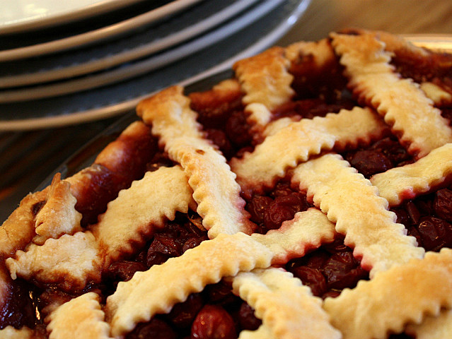 warm cherry pie