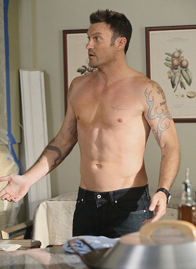 Brian Austin Green shirtless in 'Desperate Housewives'