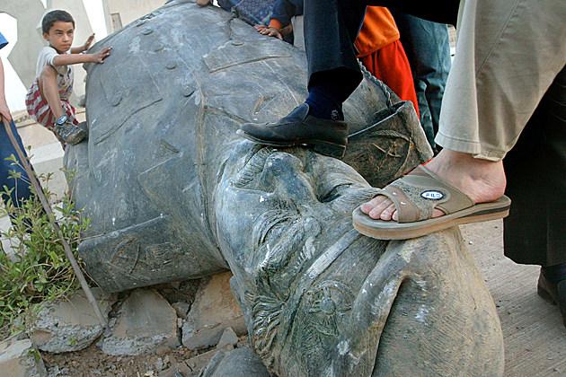 hussein-statue