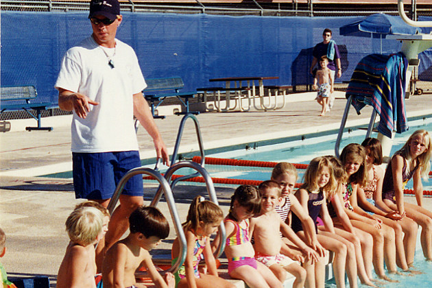 kids listen to instructions during a swimming lesson