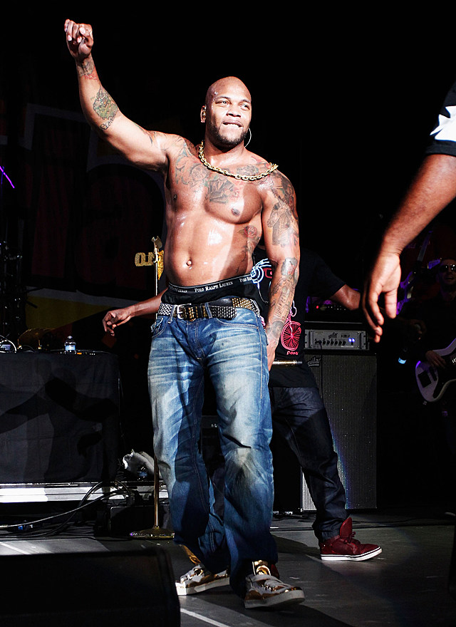 Flo Rida shirtless