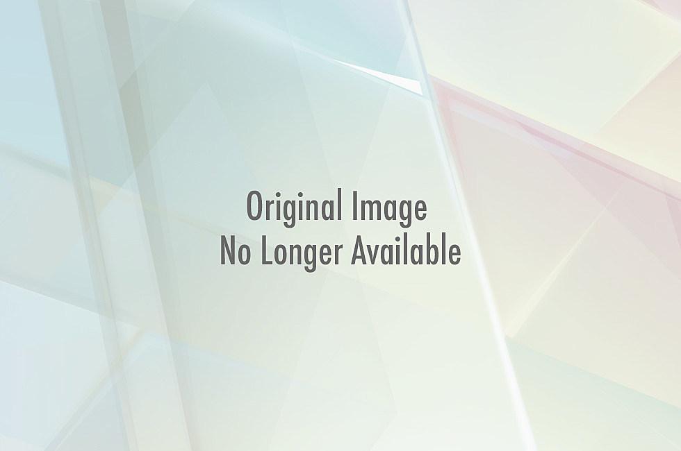 Matt Bomer Shirtless in 'White Collar'