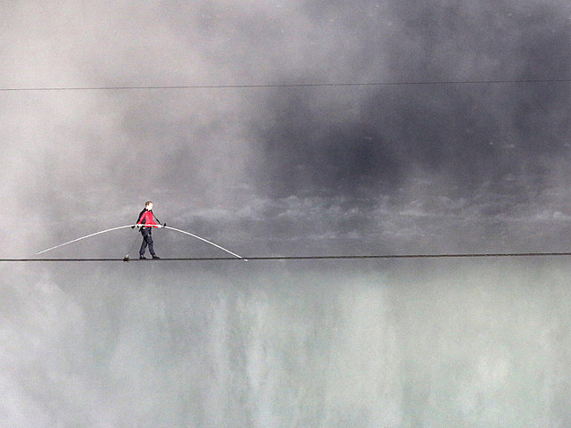 Nik Wallenda Tight Rope Walk Niagra Falls