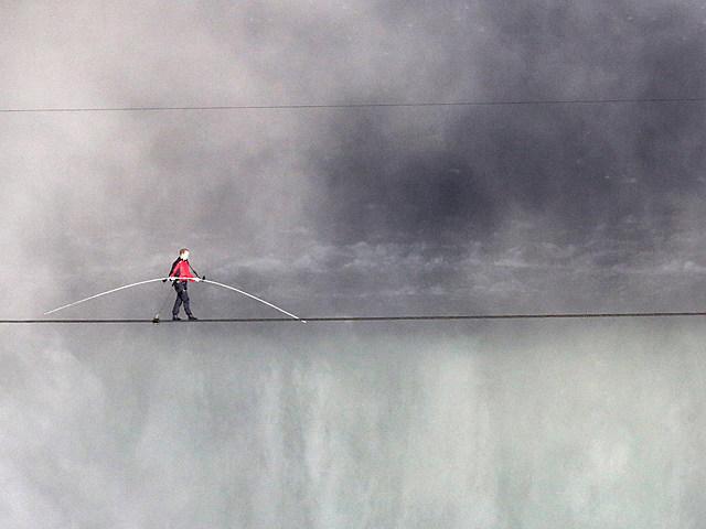 Nik Wallenda Tight Rope Walk Niagra Falls
