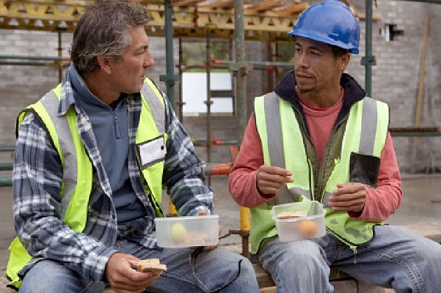 two workers having lunch