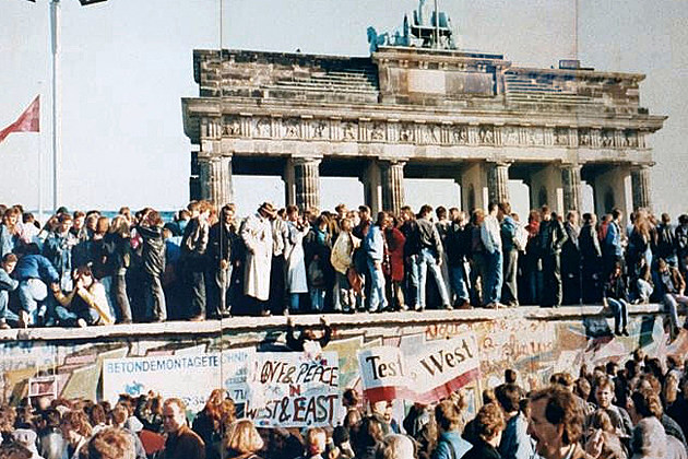 Berlin Wall Opens 1989