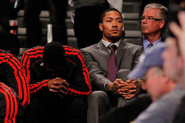 Derrick Rose on the bench